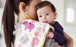 Почему ребёнок срыгивает массой жёлтого цвета. Причины срыгивания у новорожденного после кормления