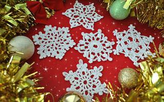 Вязание крючком: новогодняя гирлянда со снежинками. Вязаные снежинки своими руками для новогоднего украшения интерьера Гирлянда из вязаных снежинок своими руками
