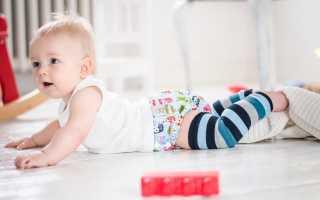 Когда малыш ползает самостоятельно. Когда ребёнок начинает ползать? Нормы и упражнения