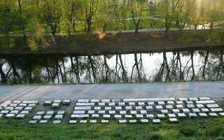 Из какого материала сделан памятник клавиатуре. В Екатеринбурге находится уникальный памятник компьютерной клавиатуре