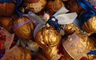 Новогодний венок своими руками: украшение для стола. Какие новогодние игрушки и украшения сделать из скорлупы грецкого ореха Новогодние игрушки из грецких орехов