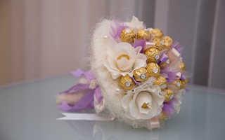 Букеты из конфет к юбилею свадьбы. Dolce Vita: букет из конфет на свадьбу своими руками. Идеи оформления свадебных композиций из конфет