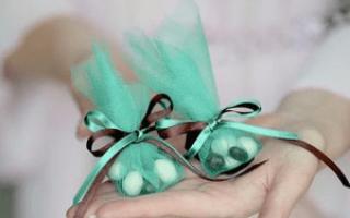 Украшение бонбоньерок стразами и лентами своими руками. Свадебные бонбоньерки своими руками: схемы. Полезное видео: делаем своими руками