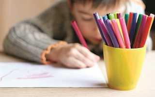 Подросток рисует мрачные рисунки. Дочь рисует жуткие картинки