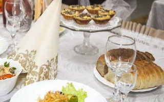 Красиво накрыть стол на юбилей. Украшаем праздничный стол к юбилею самостоятельно. Как украсить детский стол на день рождения: идеи, фото